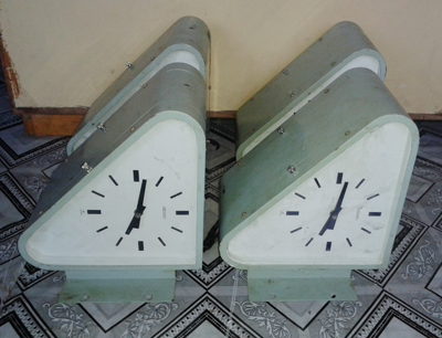Double site ship clock